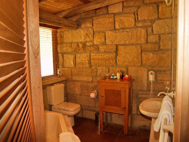 Bandusia-room-9-bath